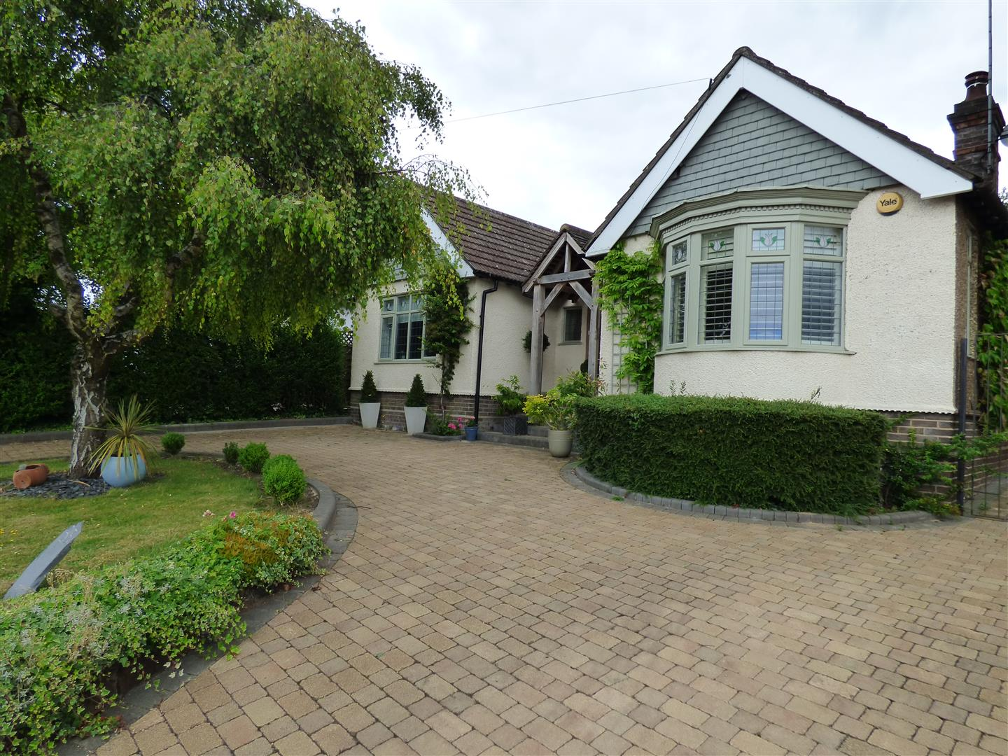 3 Bedrooms Property for sale in Tring Road, Dunstable